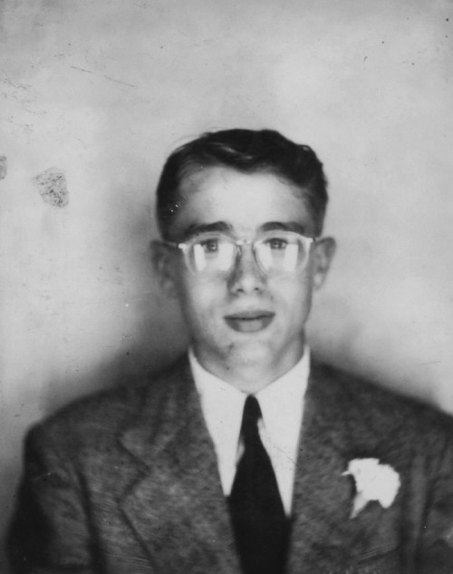 vintagesonia:  18 year old James Dean in a photo booth, 1949
