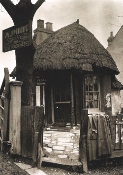 earwigbiscuits:  Spring Hill, Clapton, London, 1912 This thatched cottage, probably built on common land in the late 18th century, was at the time of the photograph being used as John Such's refreshment rooms, next to Pink's Nurseries. It was burnt out in 1919.