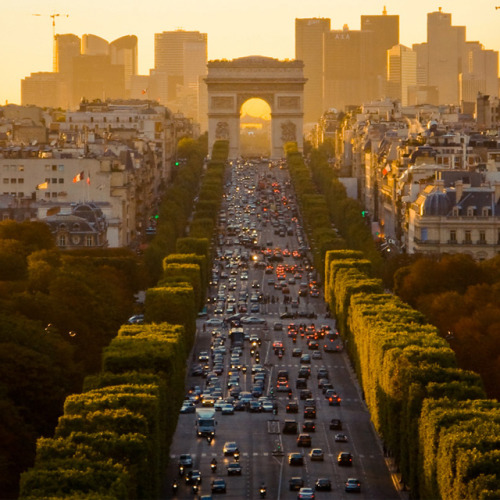 infatuateur: Mornin', Tumblrs!  Champs-Élysées, Paris   Paris So tempted to head back. Maybe later in the northern summer?