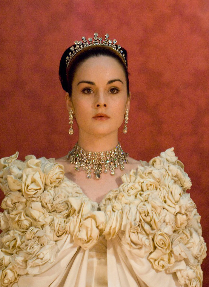 suicideblonde:  Michelle Dockery in Pygmalion in 2008  FREE FROM FLAW!