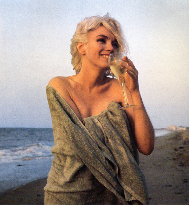 suicideblonde:  Marilyn Monroe photographed by George Barris, June 30, 1962