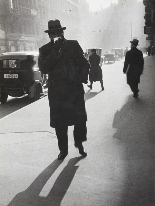 Paul Wolff , Street scene, Frankfurt am Main 1931 more here & @ yama-bato