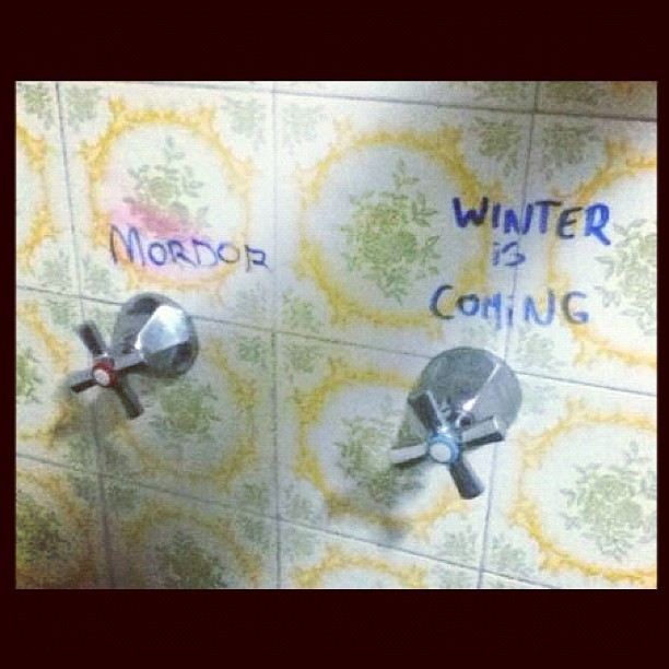 Original bathroom #friki #geek #freak #nerd #girona #spain #winter #nofilter #igers #igersgirona #igersspain #iphonesia #instagramhub #photooftheday #art #instagram #instamood #bestoftheday #picoftheday #igdaily #jj #bathroom #mordor #gameofthrones #winteriscoming #fire #lotr #esdla (Taken with instagram)