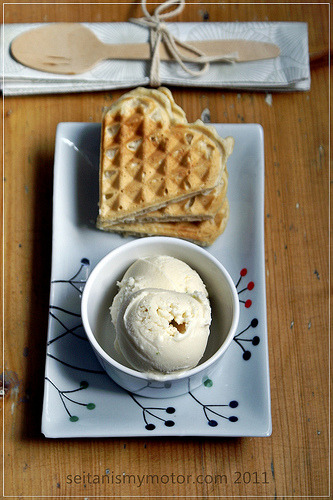 veganfoody:  Coconut Waffles with Coconut-Lime Ice Cream   holy shit this is vegan