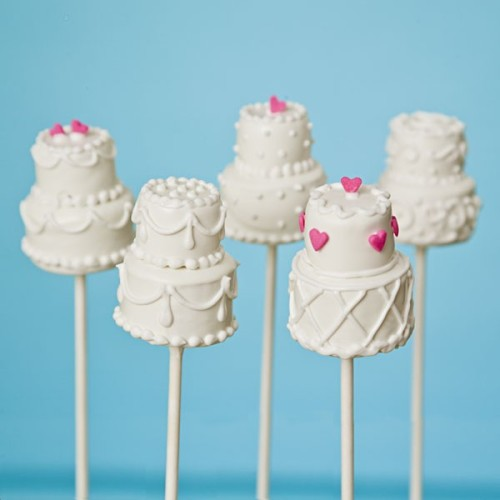 Such a cute idea! ladyzietsch:  wedding cake pops. absolutely adorable!