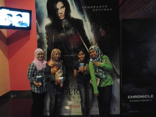 "Aigoo.. It was a tired day and awesome day ever! I watched movie w them ;) THEY WERE REALLY AWESOME ;D LALALA.. IT WAS A 3D MOVIE.. So, it looks like REAL! And everyone was screaming includes us.. When we saw those disgusting thing! The scorpion was really big,And i was just like ""Oh my god,is this for real? How big is that! With that slimy thing :O "" and i started to scream like Hell ;P Josh Hutcherson was HOT LIKE HELL ;) When I looked at his face and i told Aryna, ""Handsome gilooo,Bangga giloo Vanessa Hudgens terpeluk dia~"" Aryna looked at me and said ""Tau tkpe,ape name dia ehh? Handsome gilooo"" Cutest thing i ever saw before ^-^  That's just for this Cold Night :-3  #Goodnight Everyone ;) Sleep tight ;D #"