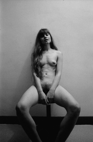 Nettie sitting on a stool Copyright : olivier pezzot