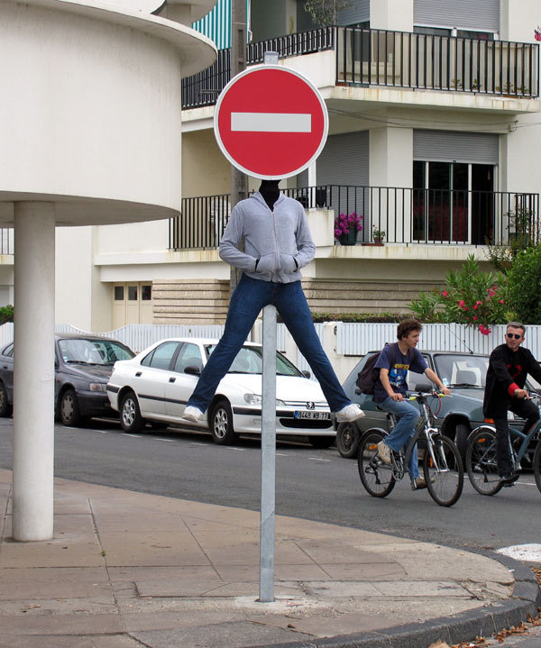oliphillips:  Creative Street Art by Mark Jenkins