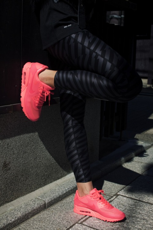 nikefound:     FOUND IN KYOTO CHIZURU KURATA | SHOP THE LOOK  Nike Dri-FIT Relay Print Women's Running CaprisNike Air Max 90 Premium iD Shoe