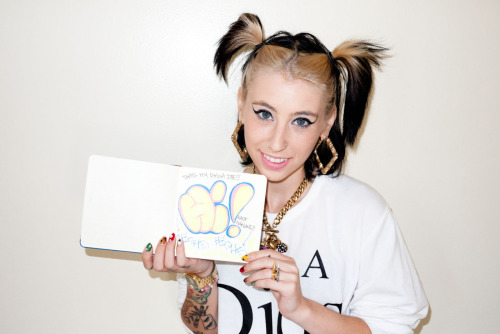 thefarmersblock:  terrysdiary:  @Kreayshawn  it's kreayboo, look she did a throwie!!!  rv1dxr5