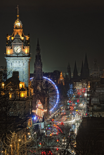lacyribbons:  allthingseurope: Edinburgh- Night shot (by Graham Stirling)
