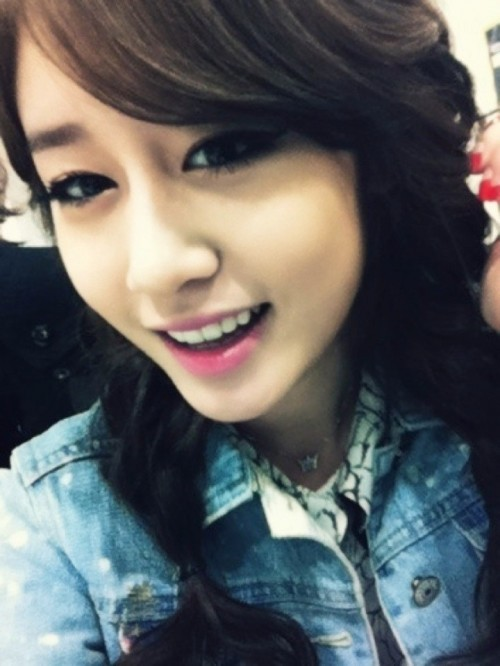 Chosen as the Prettiest Girl Idol by Guy Idols and by Fans in 2011. Jiyeon.