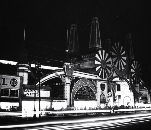 William Vandivert, The exterior of Luna Park at Coney Island, Brooklyn, New York, July 1942.