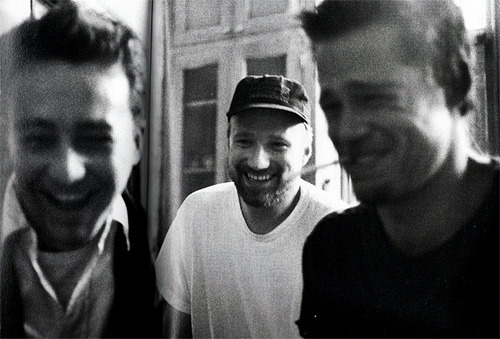 suicideblonde:  Edward Norton, David Fincher and Brad Pitt during the filming of Fight Club  edward norton looks so cute and.. young