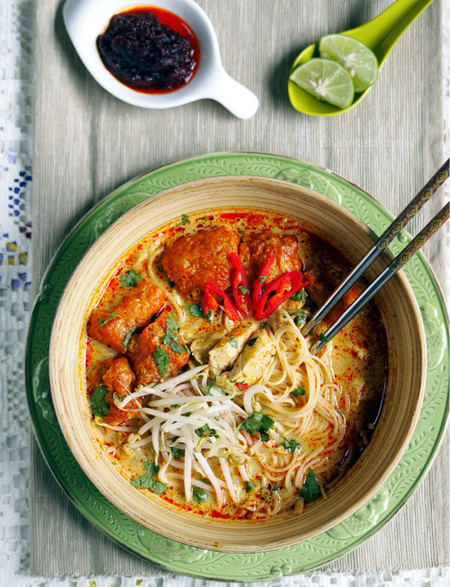thefoodhabit:  Dinner: Singapore Chicken Laksa Recipe @ Ribbon & Circus