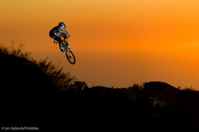 (via Gee Atherton at Telonics in Laguna, California, United States - photo by IanHylands - Pinkbike.com)