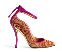 Found this Roger Vivier beauty on the New York Times Daily Shoe Blog. Thanks to my dear friend Sarah Schechter for sending me the link.