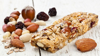 mothernaturenetwork:  Energy bars you can make at homeLose the sugar-packed and expensive store-brought energy bars, and make these homemade ones instead.