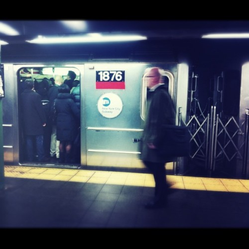 ultraclay:  IRT rush hour. #NYC #subway #trains #strangers  (Taken with instagram)