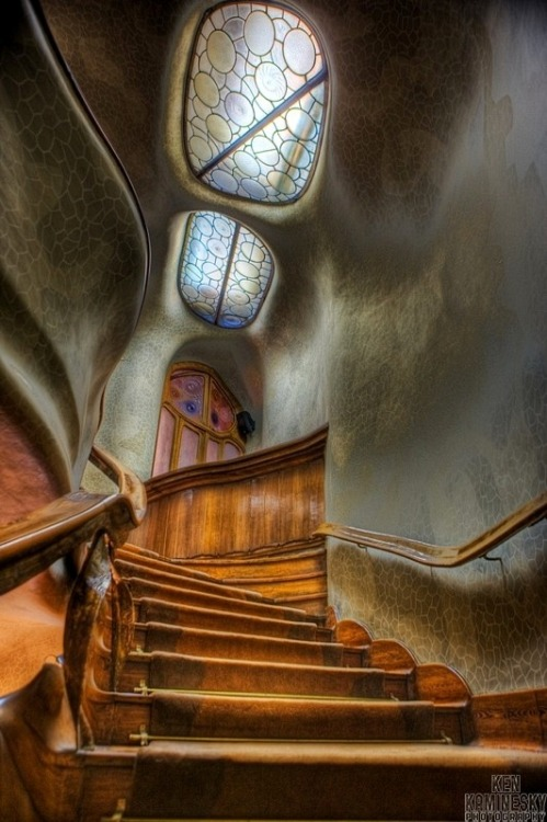 My Bohemian World Casa Batilo by Antoni Gaudi, Barcelona (Source: kenkaminesky.photoshelter.com)