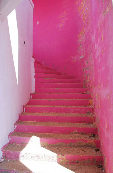 Bright stairs for a bright day.   32 degrees feels almost balmy this afternoon! (via sfgirlbybay / bohemian modern style from a san francisco girl)