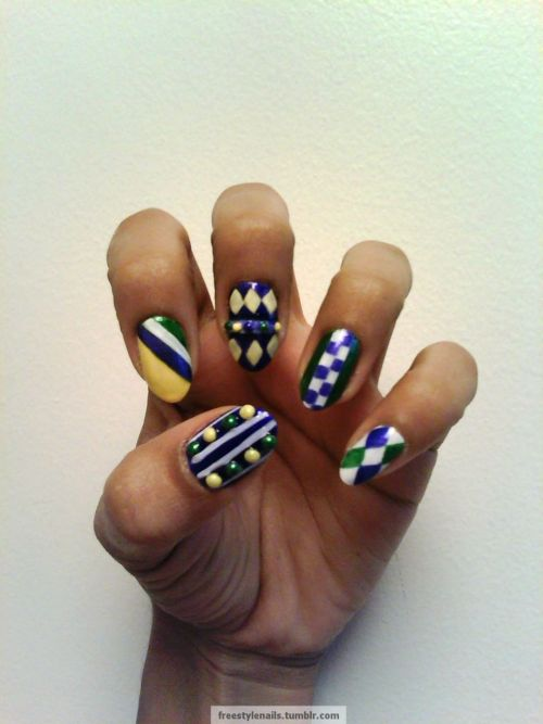 freestylenails:  Mardi gras nails! Im ready to party!    THESE are perfect.