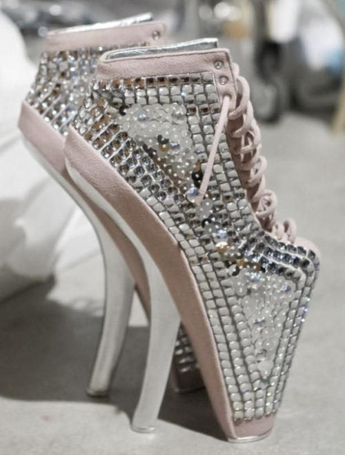 vogue-uk.tumblr.com Jan Taminiau S/S 2012 Haute-Couture Heels