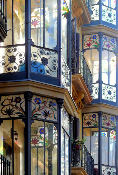 tocaconlosojos:   Barcelona  This is gorgeous