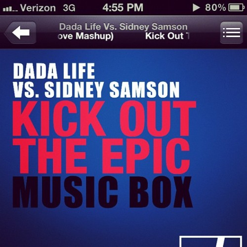 Kick out the epic music box! #dadalife #sidneysamson #kickout #epic #musicbox #edm #alexbustamove #mashup #electro #house (Taken with instagram)