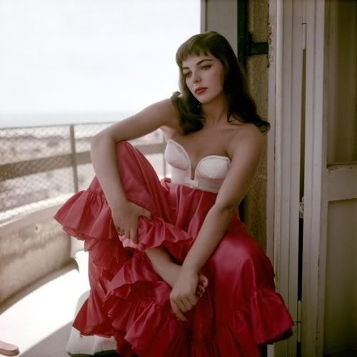 Yowza. retrogasm:  Joan Collins