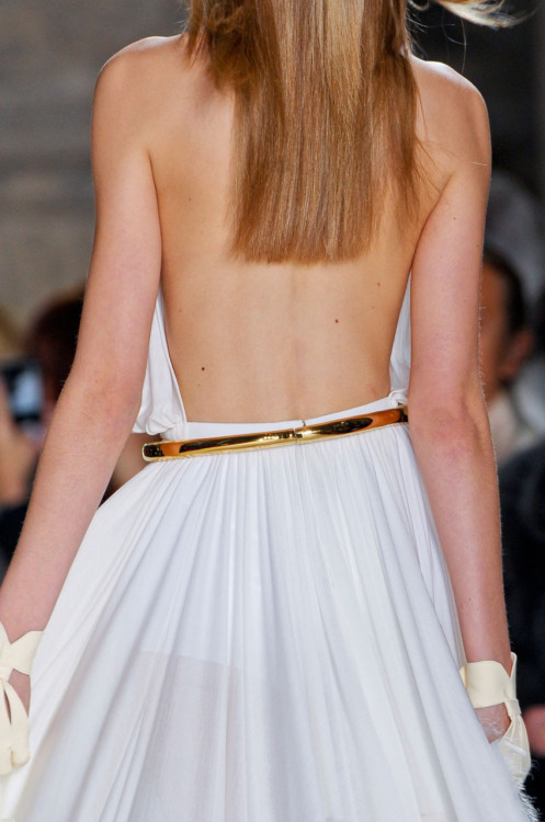 What would Arianne wear?A backless white gown with a metallic gold belt to cinch her waist.