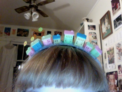 making edward scissorhands house crowns for me n petra tavi