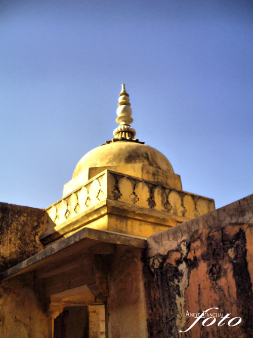 Palace Dome Gear Used:- Genius G-Shot 501 Digital Camera Place:- Amber Fort, Jaipur, Rajesthan