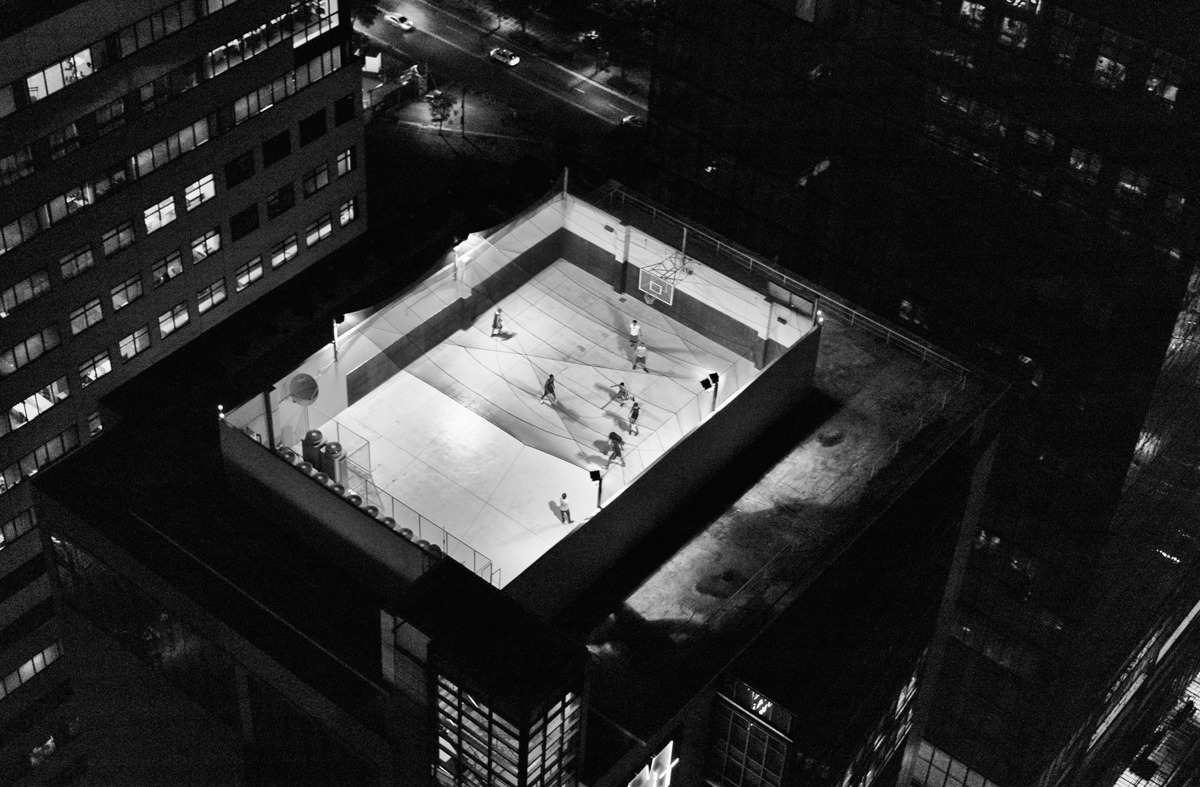 bootsonthestreet:  rooftop basketball