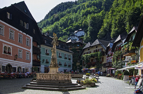 travelingcolors:  evysinspirations: Town square in Hallstatt (by Jasper180969)  Who's coming with me to Austria?