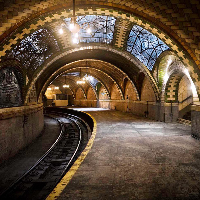 idealisticlove:  The Abandoned City Hall Subway, New York City