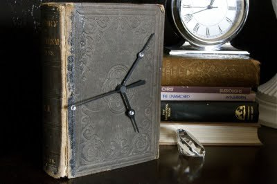 craftjunkie:  Book Clock {How to} Found at: rufflesandstuff