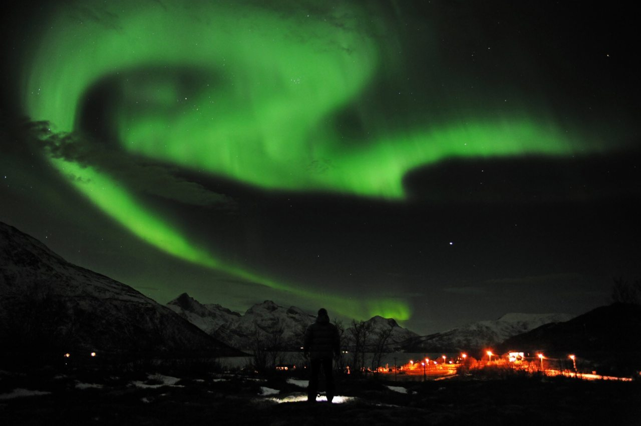 A general view of the aurora borealis near the city of Tromsoe in northern Norway January 25, 2012. [REUTERS/Rune Stoltz Bertinussen/Scanpix]