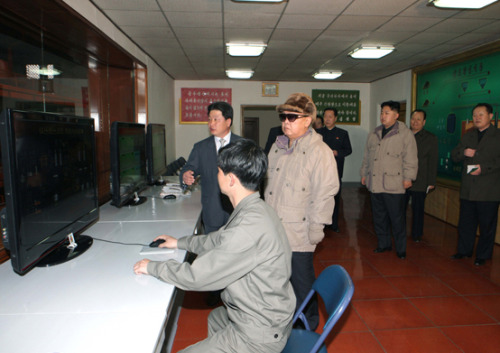 kimjongillookingatthings:  looking at a computer monitor