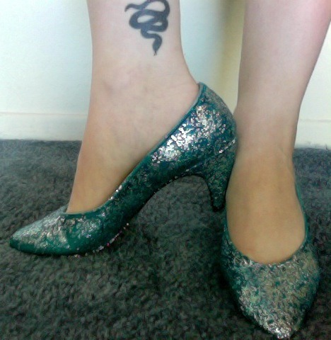 snakesandkittens:  I love DIY projects!! The latest: glittering some heels that were looking a bit sad :) Thanks, Rookie!  They look so happy now! <3 Anaheed