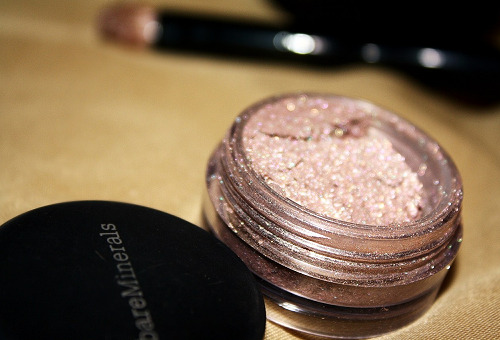 gorgeousgirlsloveglitter:  this seems like a wonderful eyeshadow, i wish i had it:(