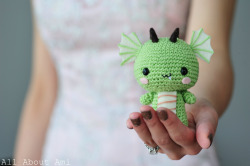 designersof:  Celebrate the Year of the Dragon with this crochet project, complete with plenty of step-by-step photos here and a free pattern here.  Happy Chinese New Year, or Gung Hei Fat Choy, everyone!