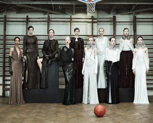 Givenchy Couture 2012. Ok, he's doing it again. Tisci is creeping me out. Why am I drawn to this?