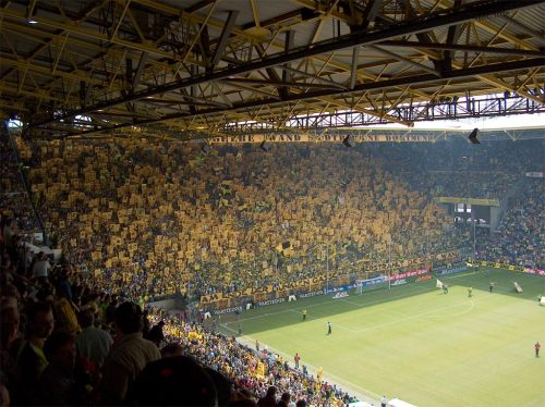 pitchinvasion:  tifofootball:  Borussia Dortmund  Dortmund, always impressive.  Would love to go to a game here someday