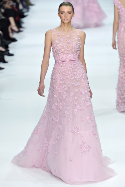 treshaute:   Elie Saab, Haute Couture Spring/Summer 2012.   so feminine! but i think this would only look good on a model not on a movie star