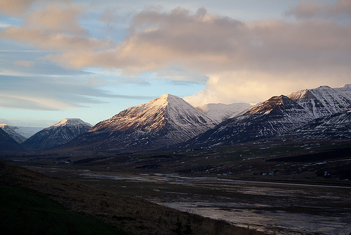 -mountains:  Landscape of valley Eyjafjörður (by joningic)
