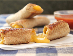 prettyfoods:   Grilled Cheese Rolls (by Care's Kitchen)