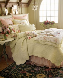 inspirationlane:  (via BEDROOM INSPIRATION / Pretty!)