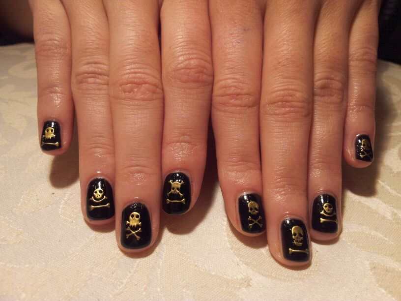 iarehipster:  My new nailssss! My aunt starting her mini salon soon, love it!
