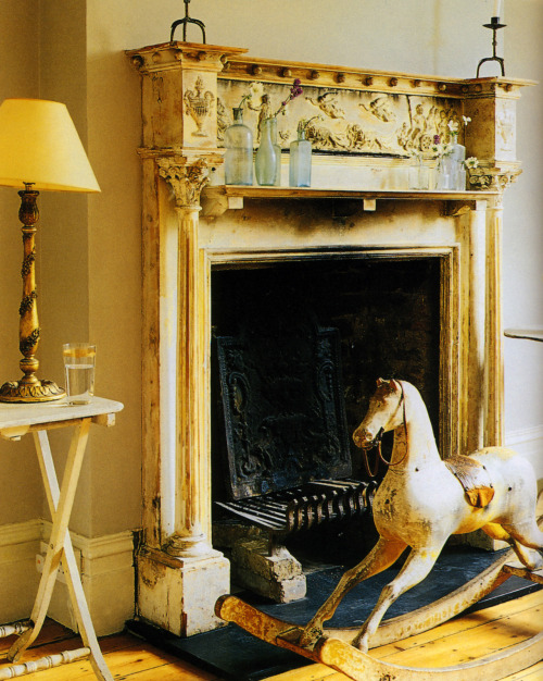 thisivyhouse:  Magnificent mantle